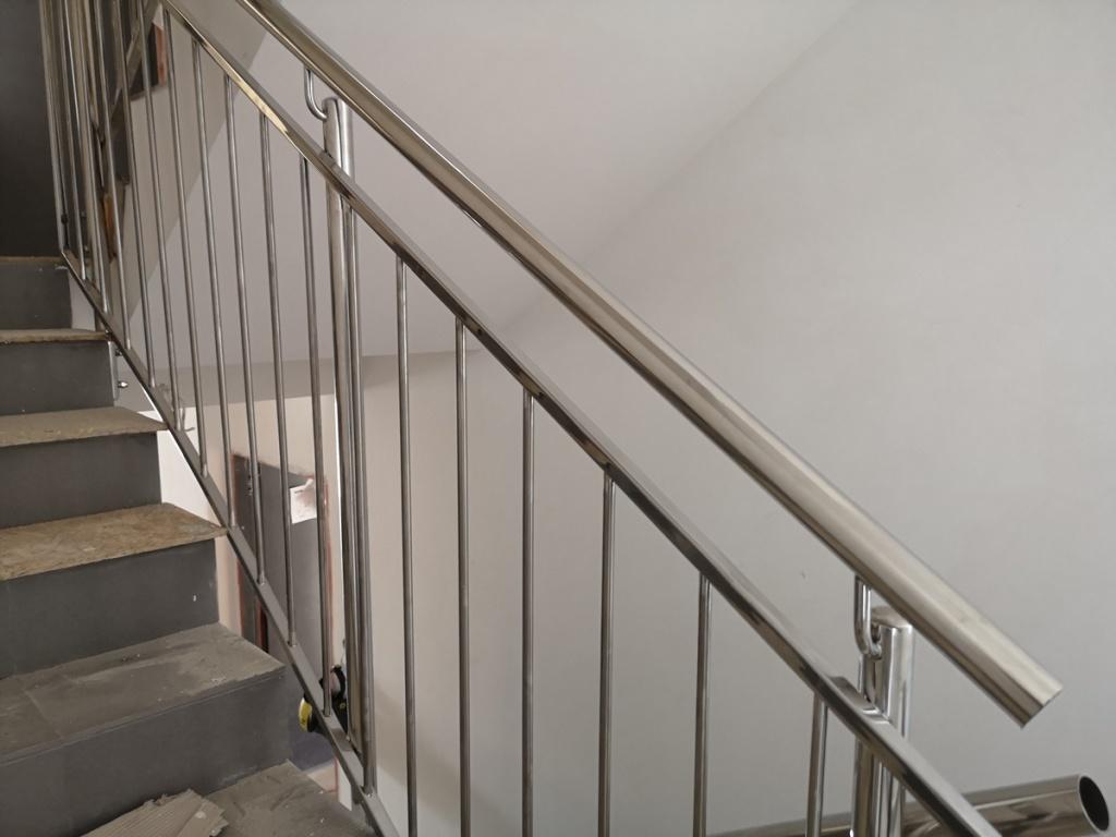 2020 08 07 Barierki schodowe wewnętrzne